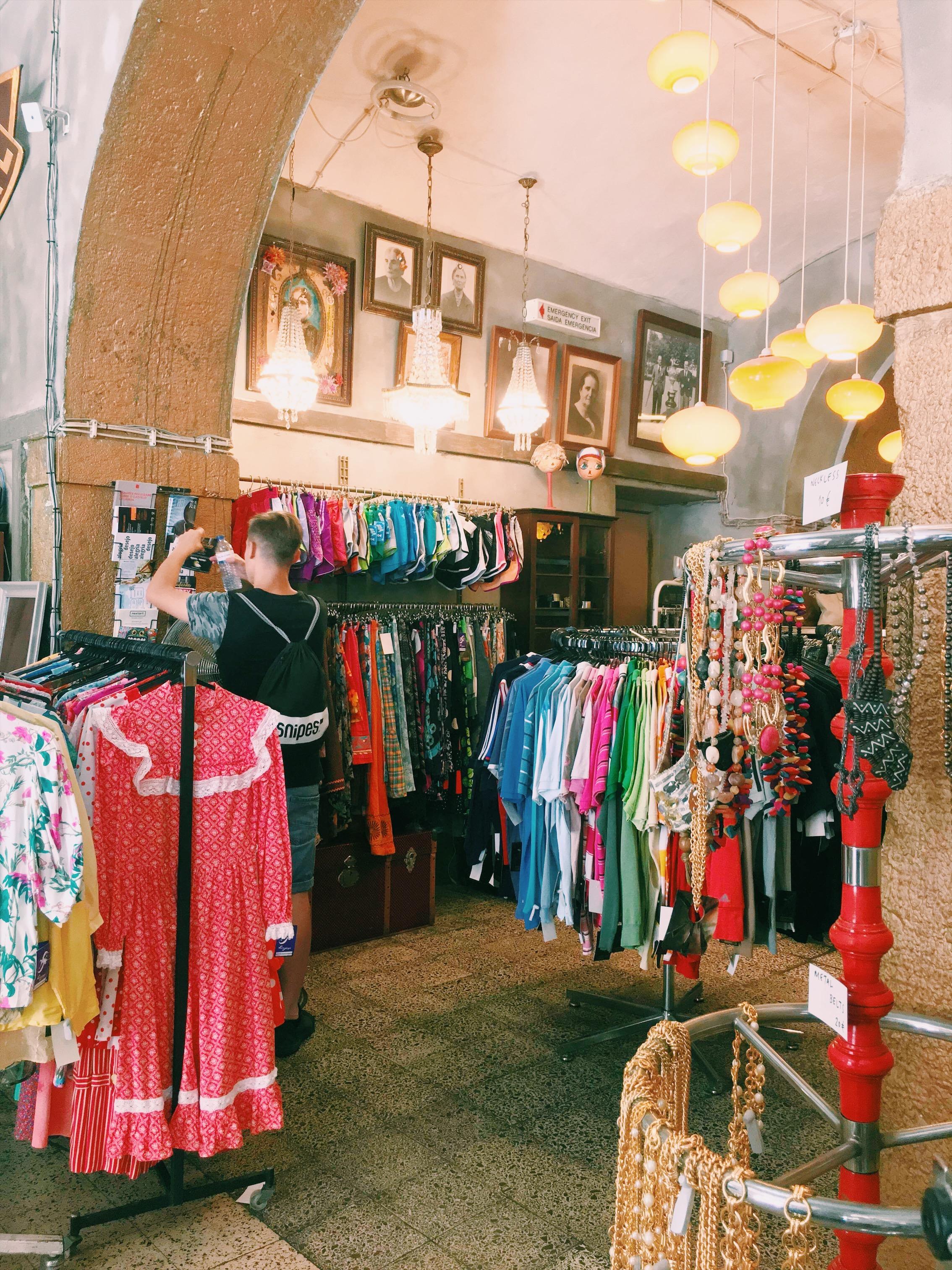 Vintage-shop-Lisbon.jpg