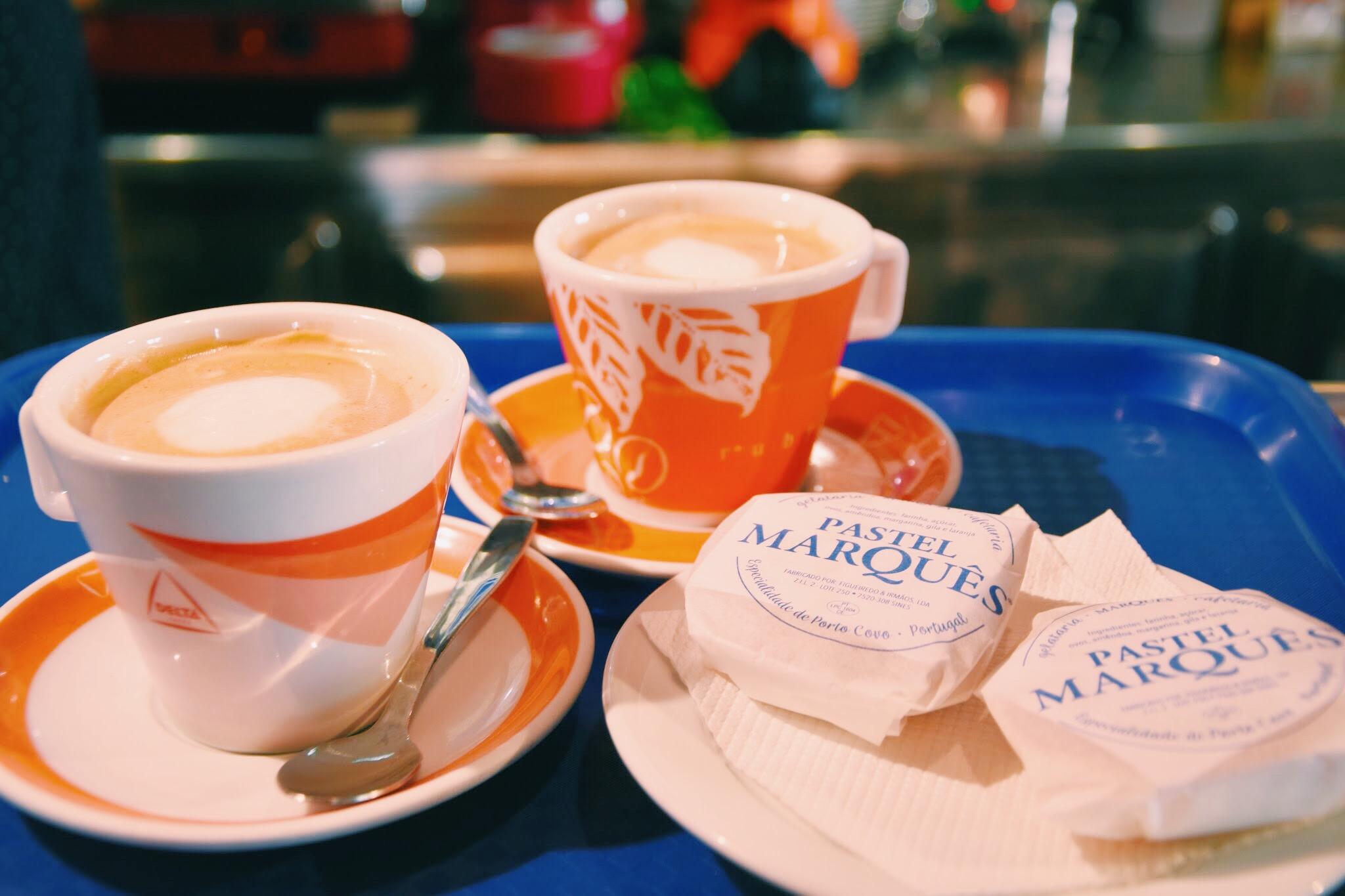 Cafe meia de leite e Pastel Marquês   Gelataria Marquês