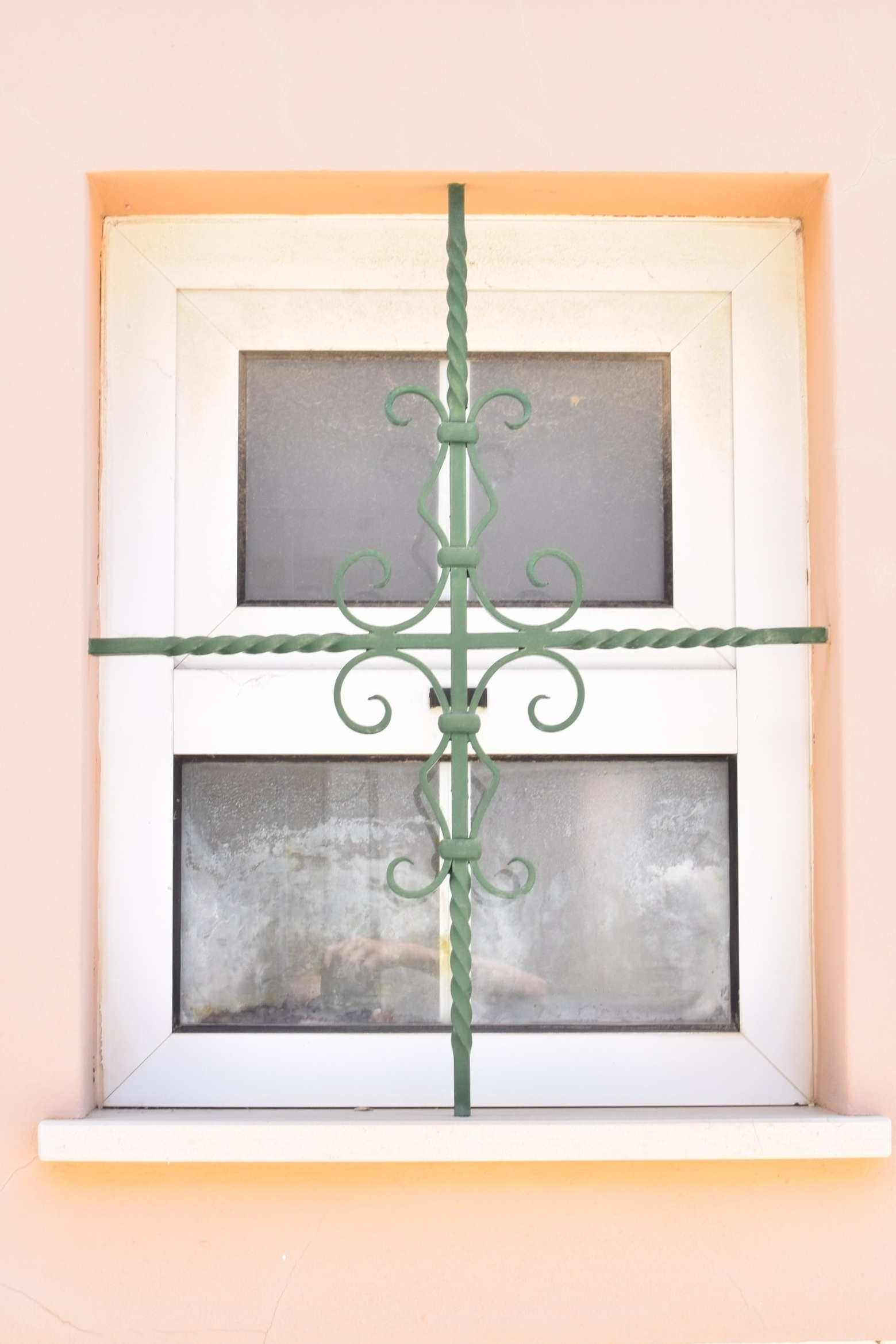 Peach windows | Finding colour inspiration in Lagos, Portugal | Soi 55 Travels8.JPG
