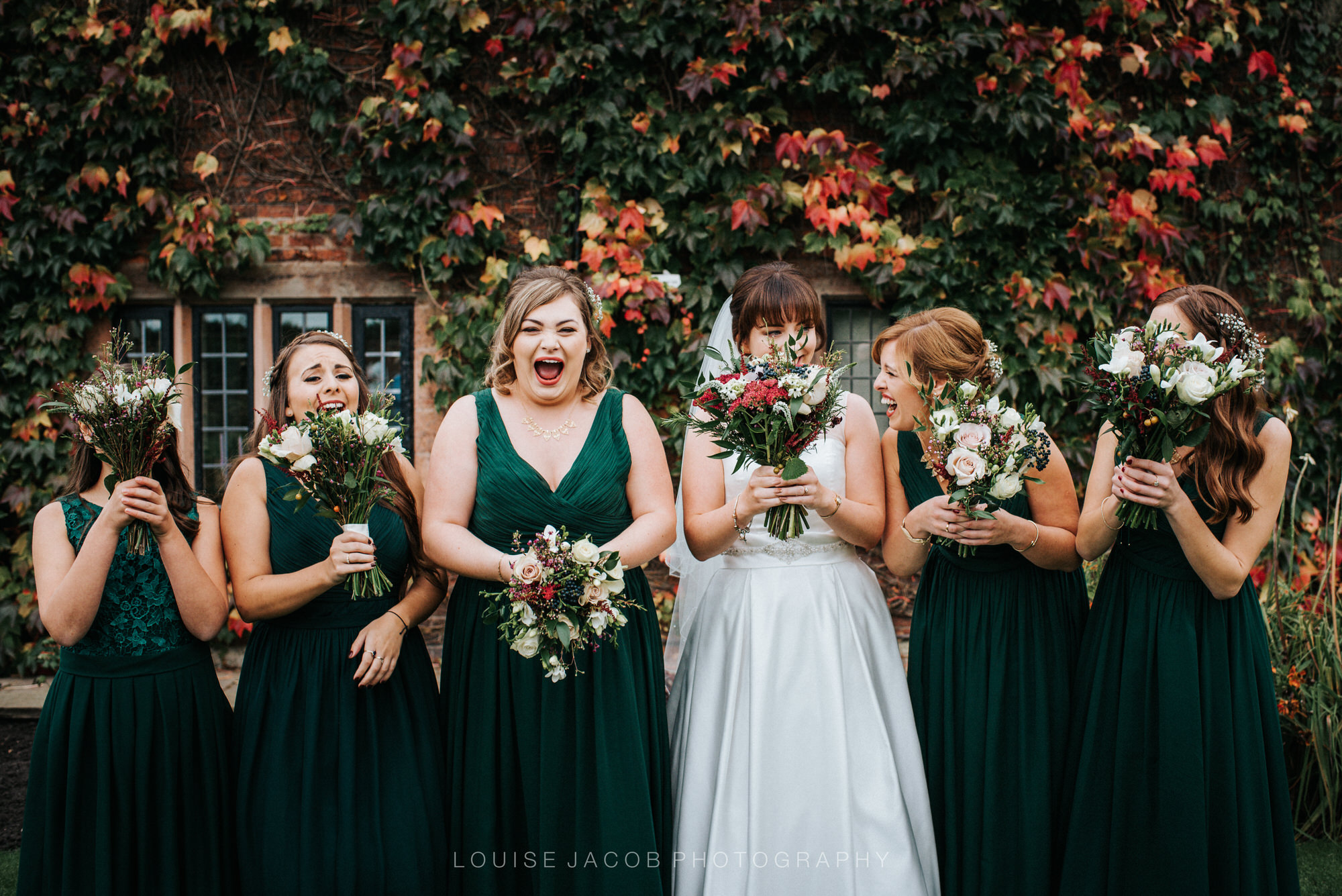 wedding-photojournalism-bride-with-bridesmaids