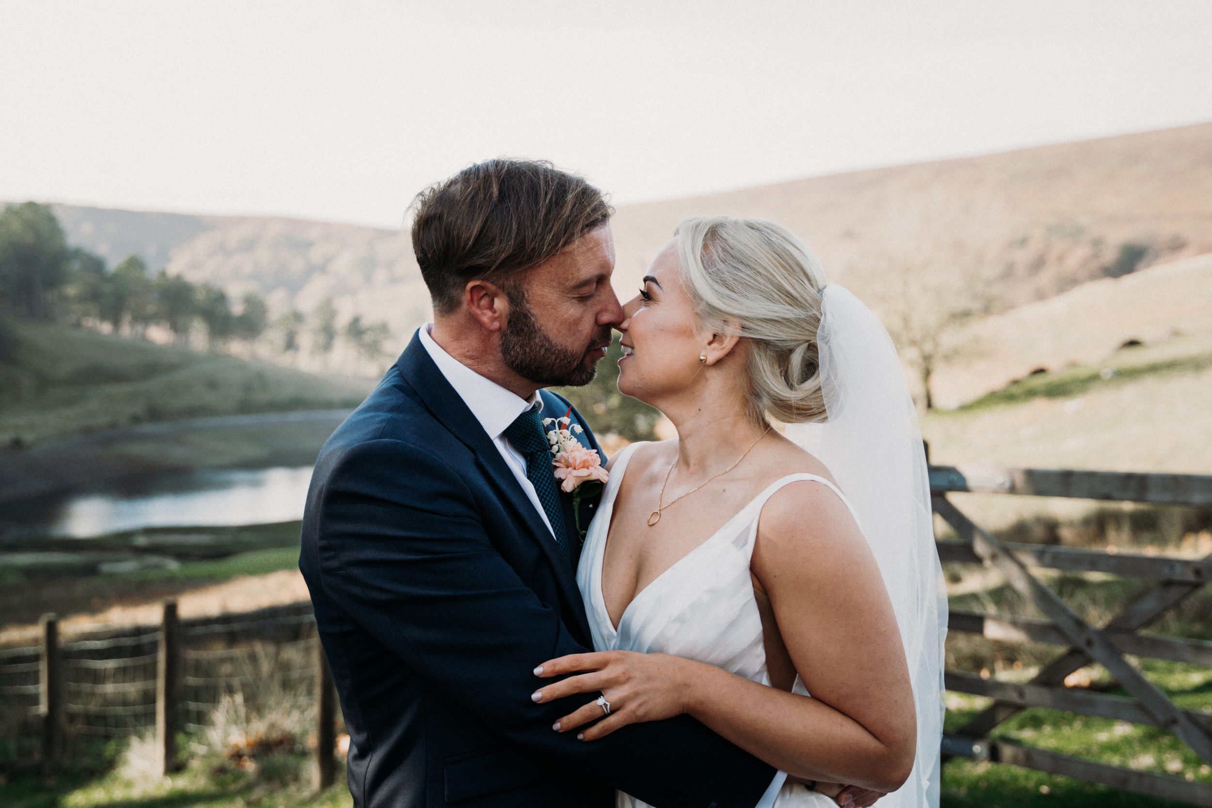 natural-relaxed-cheshire-wedding-photography-louise-jacob