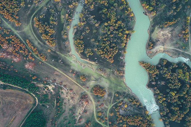 Río Gallego / Gállego River 💧🗺 www.elcuervoblanco.es. . .  #ecb #drone #elcuervoblanco #instadrone #water #dji #mavicpro #mavic #dronestagram #dronepic #amzdronepics #dronephotography #landscape #landscapephotography #pictureoftheday #rio #river #art #outdoors #field #nature #picture #dronelife #aerialphoto #water #aerialphotography #coventry #aragon #spain #españa