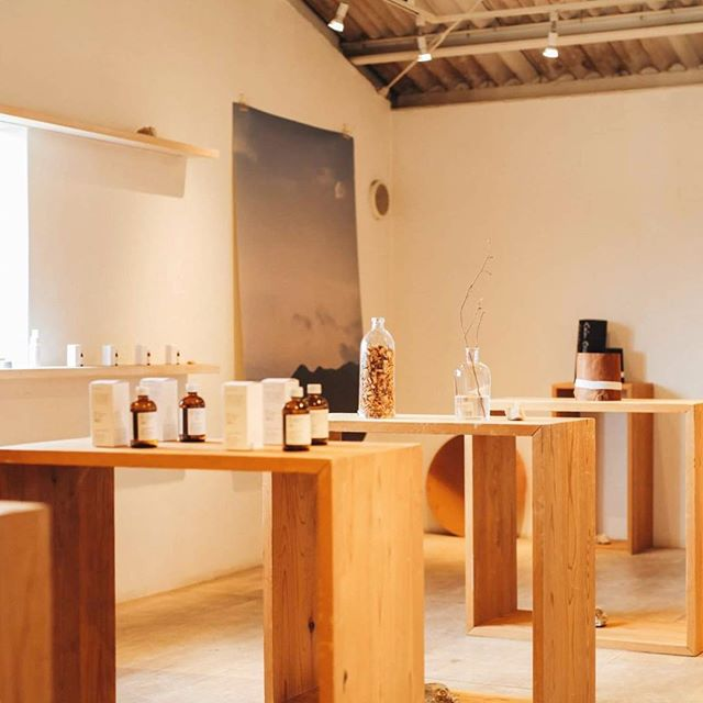 明日からは会場を松阪のカルティベイトさんに移動しての展示販売会です。来週の木曜日は、haruka nakamura さんとインスタレーションライブも開催致します。カルティベイトさんの美味しい食事と共に是非いらしてください。  @restaurantcultivate  @_casa  @odai.studio  #大台町 #harukanakamura  #レストランカルティベイト