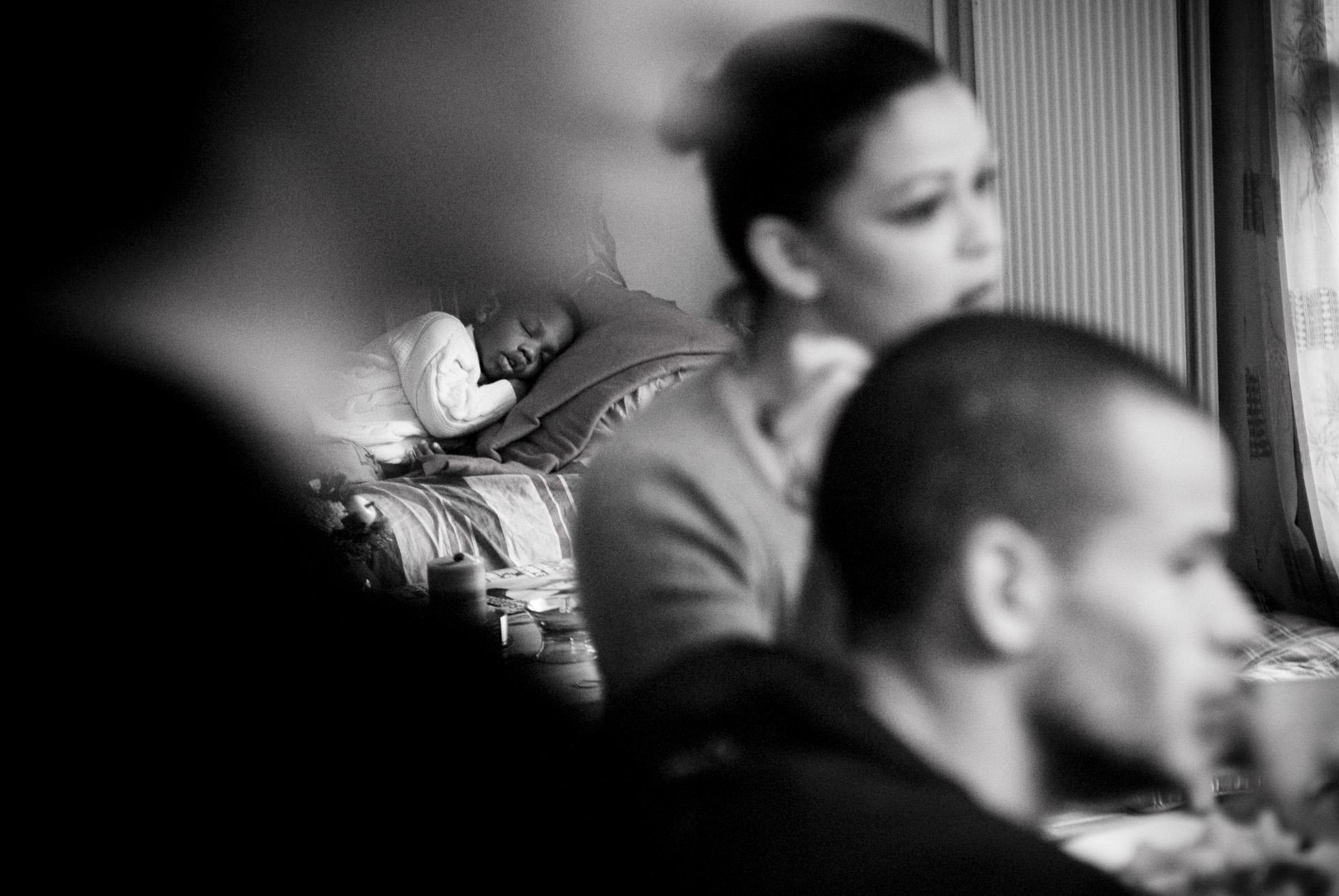 RESF CHEZ CATHERINE ATHIEL LE 11 NOVEMRE 2008. JOURNEE EN FAMILLE EN COMPAGNIE DE SON FILLEUL JUNIOR 3 ANS.SON PERER EST TOGOLAIS ET A ETE EXPULSE EN AVRIL 2008 SA MERE EST BRESILIENNE SANS PAPIER TOUJOURS EN FRANCE MALGRE LES VISITES DE LA PAF A SON DOMICILE.