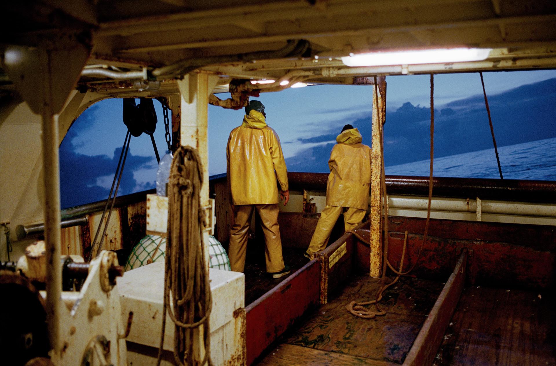 Babacar et Dominique à l'arrière du bateau.