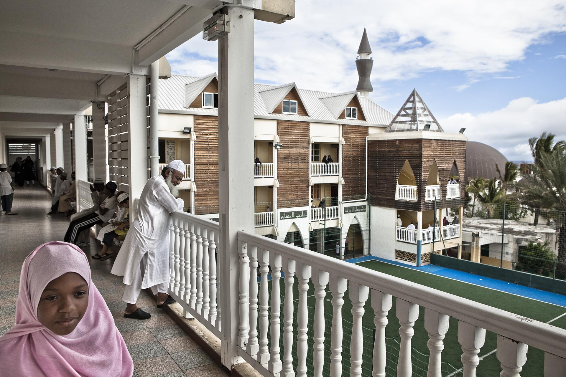 Médersa de la ville de Saint-Pierre, Ile de la Réunion. Novembre 2012.Cette médersa est une des plus anciennes écoles coraniques de l'île. Elle a été ouverte à l'enseignement en 1976. Il y a environ 600 élèves (adultes et enfants) et 17 professeurs.
