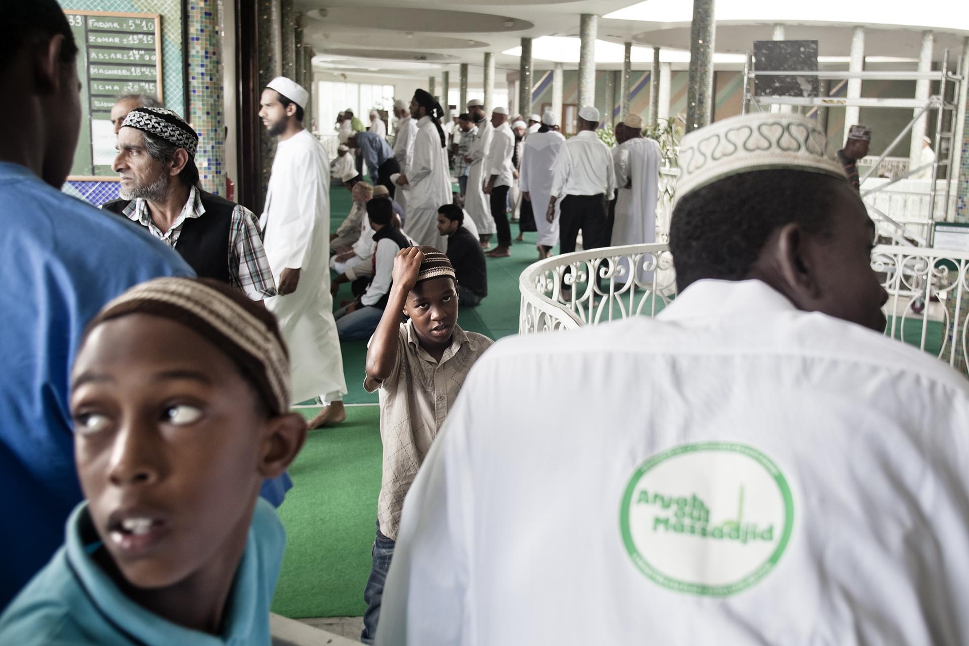 Mosqué de Saint-Pierre, Ile de la Réunion. Octobre 2012.Fin de prière à la mosquée de Saint-Pierre.