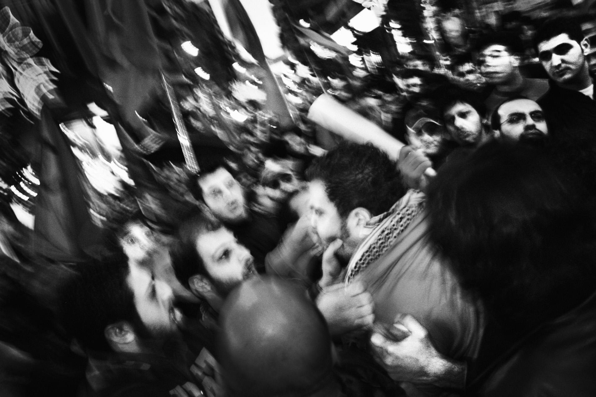 Accrochage entre manifestants lors d'une manifestation organisée par le Parti Communiste libanais Beyrouth, décembre 2005