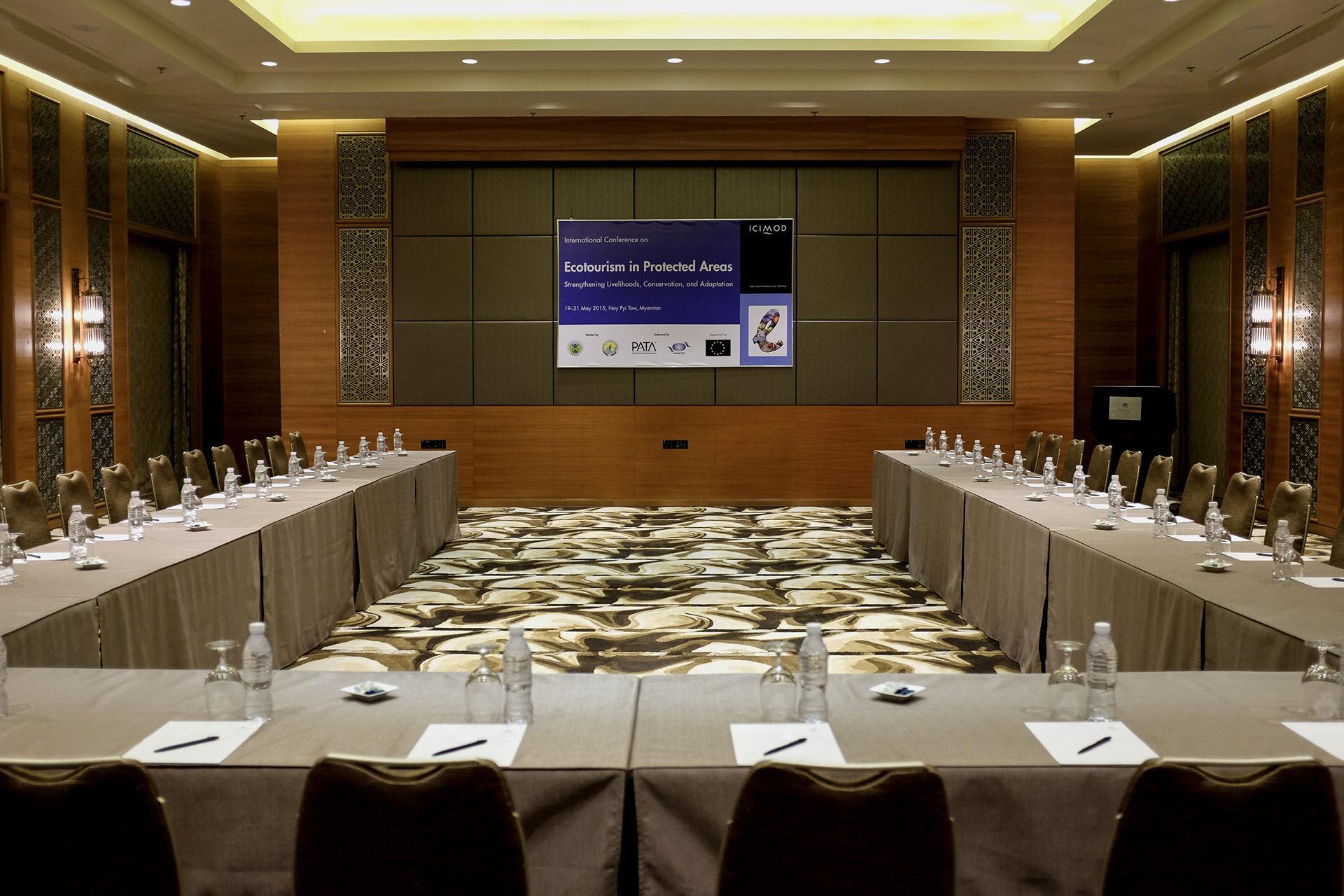 Selon le manager de l'hotel Kampinski, la ville se donne les moyens de devenir une destination de référence pour les business men en Asie. Lui-même essaie d'accueillir des séminaires pour remplir son hotel. Naypyidaw, Birmanie. Mai 2015.