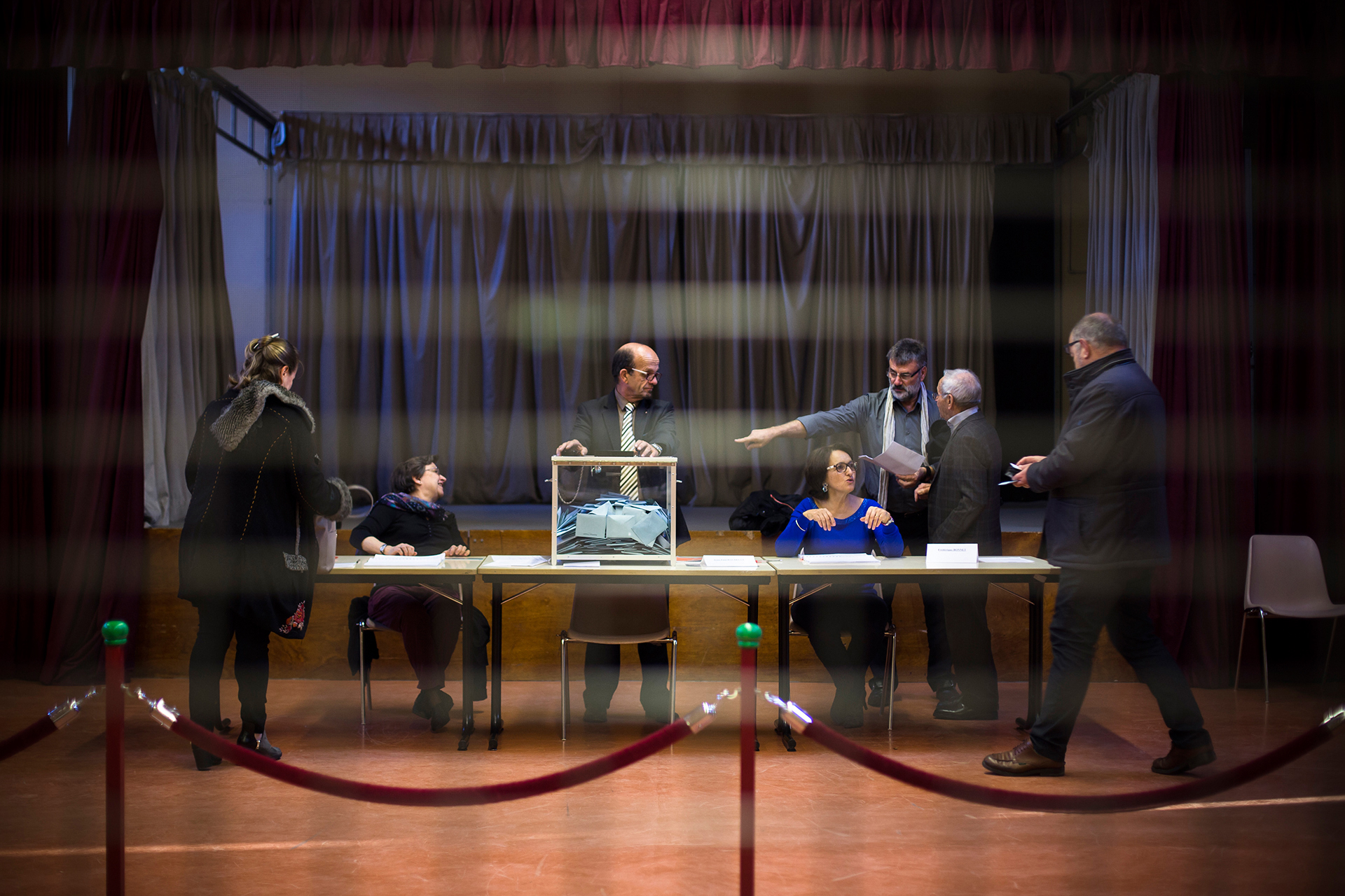 Bureau de vote de Fontaines Saint Martin, un des villages qui fait partie de la métropole de Lyon. Dimanche 6 décembre.