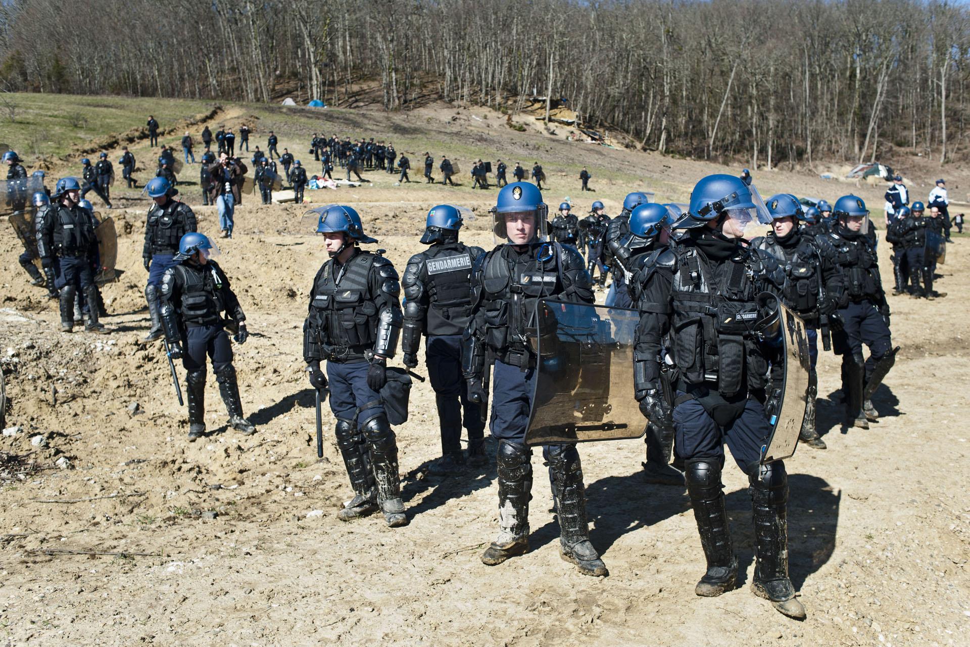 Zone à Défendre de Sivens, commune de Lisle sur Tarn (81). Le 5 mars 2015, les forces de l'ordre procèdent à l'expulsion du site.Plus de 300 gendarmes mobiles et unités spéciales ont été déployés sur le site occupé ce matin par une quarantaine d'opposants au projet.