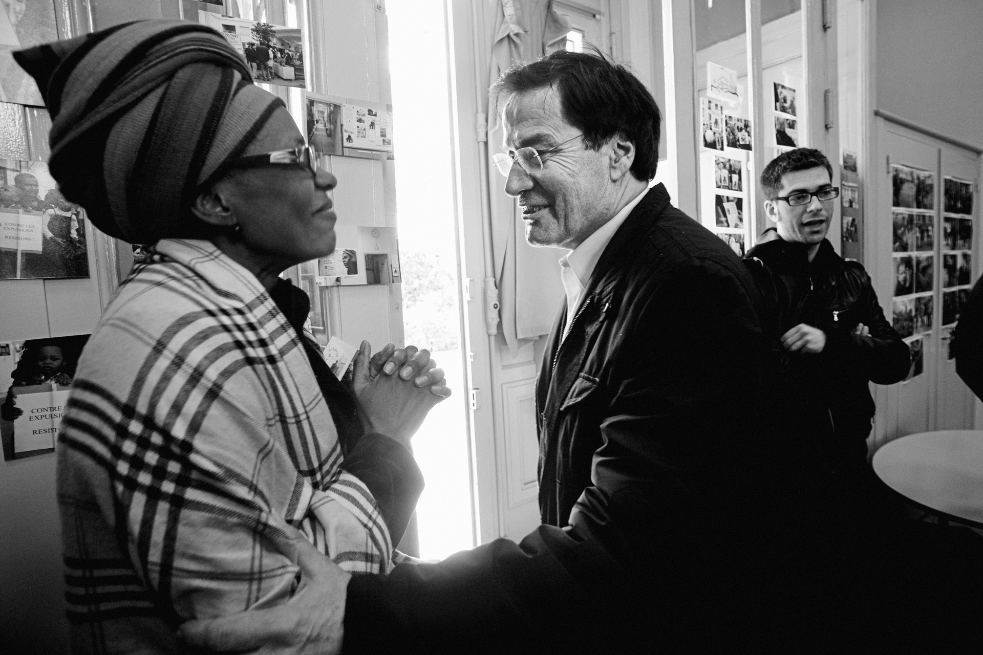 Lyon, le 2 avril 2010. Pierre-Alain Muet, député PS du Rhône, vient affirmer son soutien à Florence, la compagne de Guilherme. À plusieurs reprises, il interpellera le préfet sur le dossier, et en fera de même avec Éric Besson, ministre de l'Immigration.