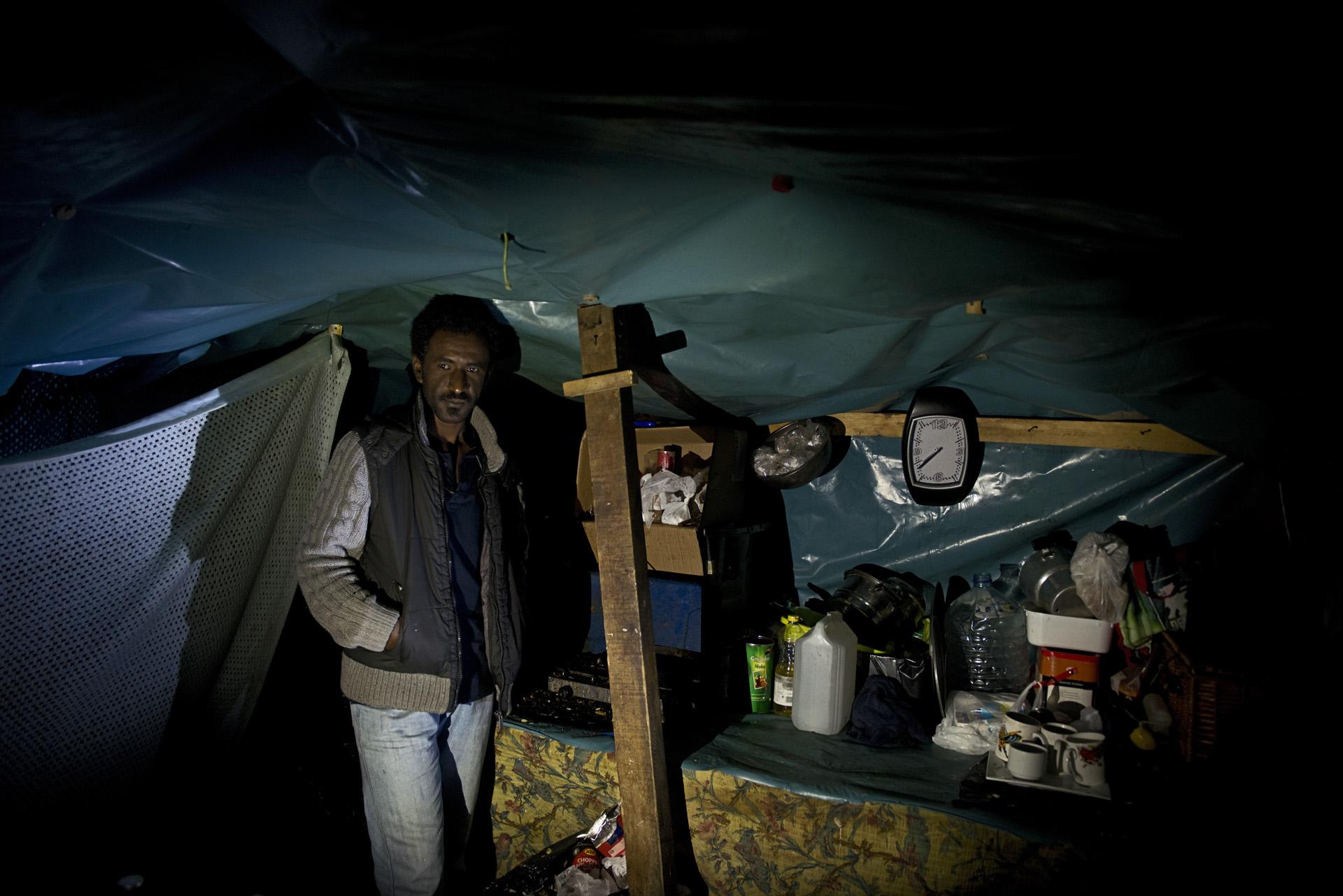 Calais. Dans la jungle, même quand on a installé une pendule dans son abri de fortune comme l'a fait Bachir, ce réfugié originaire du Soudan, le temps est une notion bien aléatoire. Les voyages pour parvenir sur ce bout de terre ont duré si longtemps, les tentatives de traversée pour gagner l'Angleterre ont été si nombreuses et les informations tellement confuses que beaucoup de migrants ne réalisent pas que l'État français a lancé un compte à rebours qui les obligera à quitter le camp.