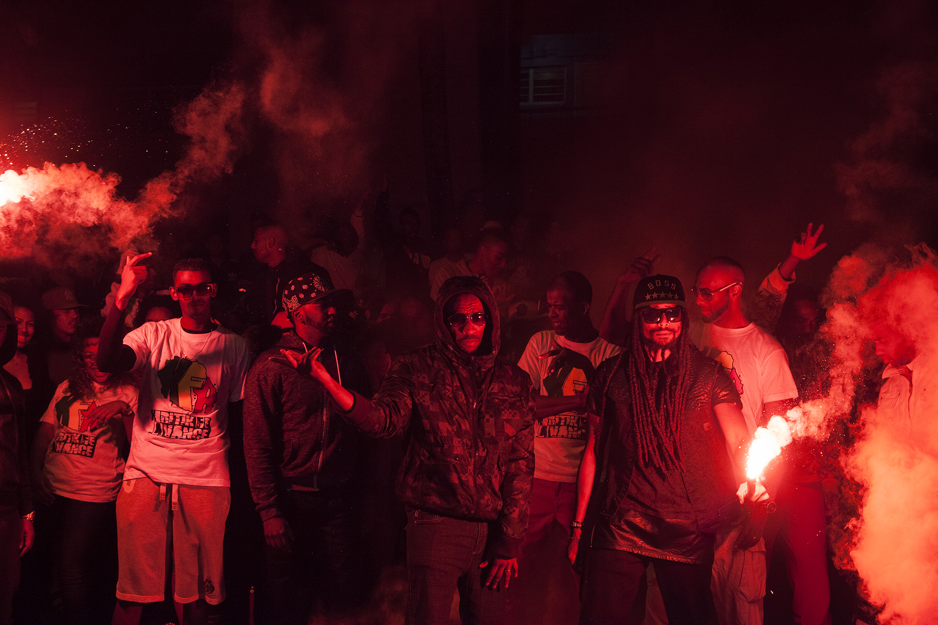 Tournage du clip par l'association KFA « Kritik fé avancé » au quartier du Chaudron. L'association a été créée par Willy, un jeune du Port très investi dans la vie associative et culturelle de sa ville.