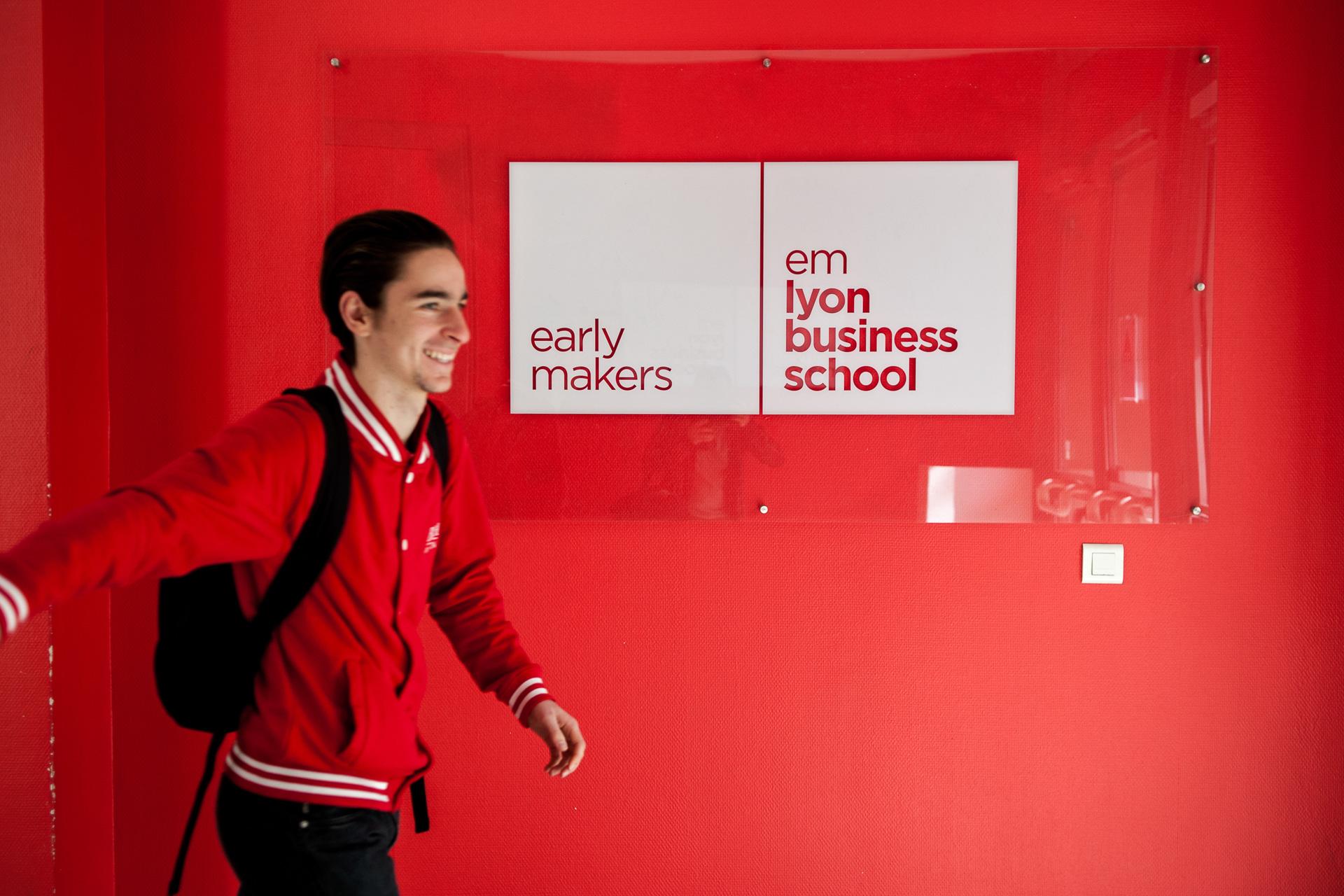 EM BUSINESS SCHOOL / ROMAIN ETIENNE