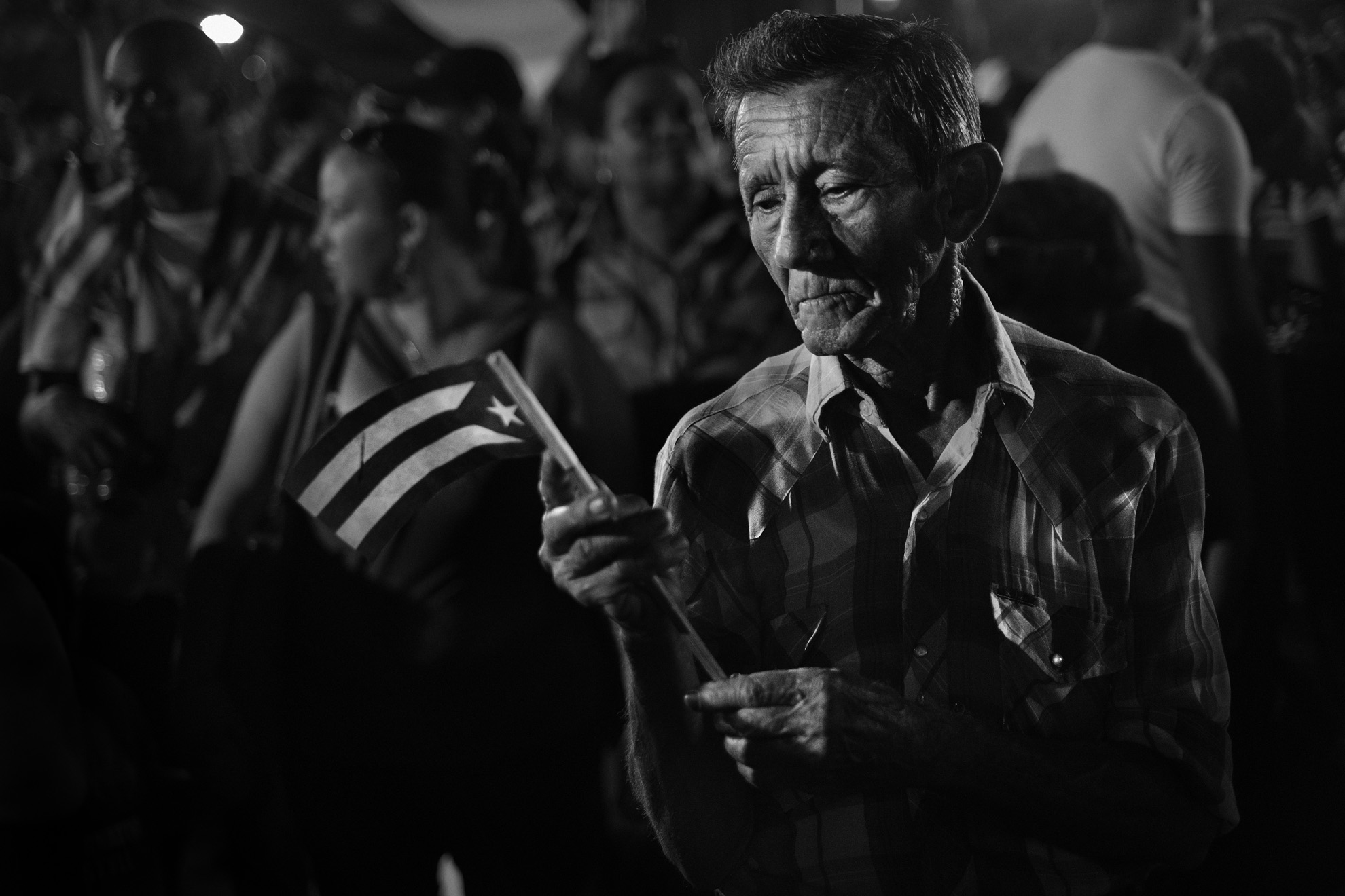 Des cubains assistent a la ceremonie officielle place de la revolution a Santiago de Cuba donnee a l occasion de la disparition de Fidel Castro survenue le 25 novembre 2016 3 decembre 2016