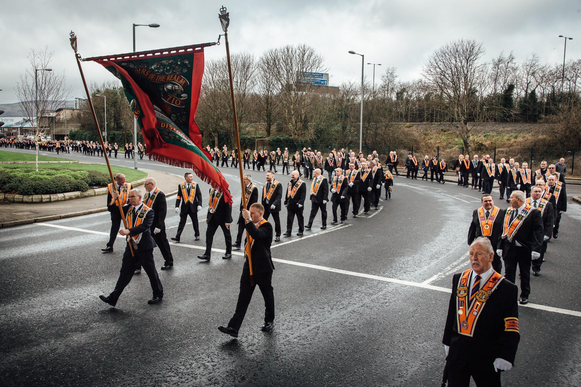 Belfast, le 25 février 2017. Parade orangiste dans le centre de Belfast. Ces parades sont régulièrement organisées par les loyalistes protestants.