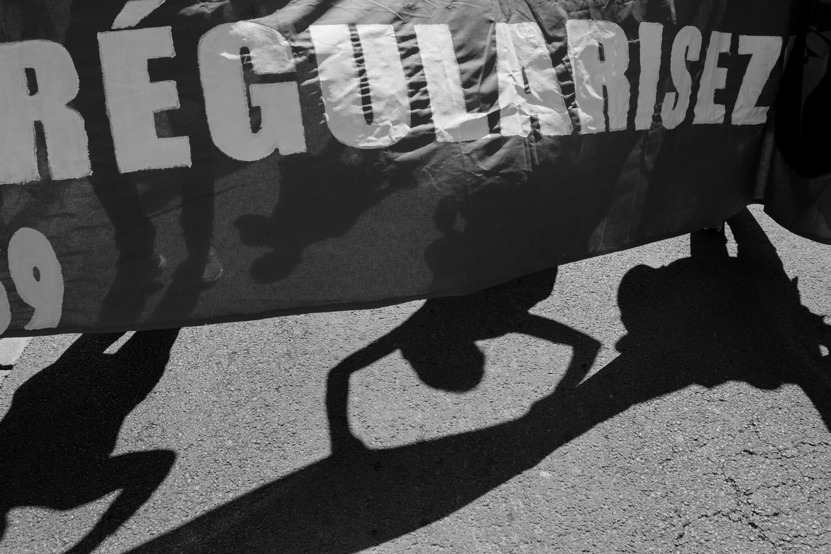 Marche festive entre Douai et Lille. Marche solidaire organisée par l'auberge des migrants.