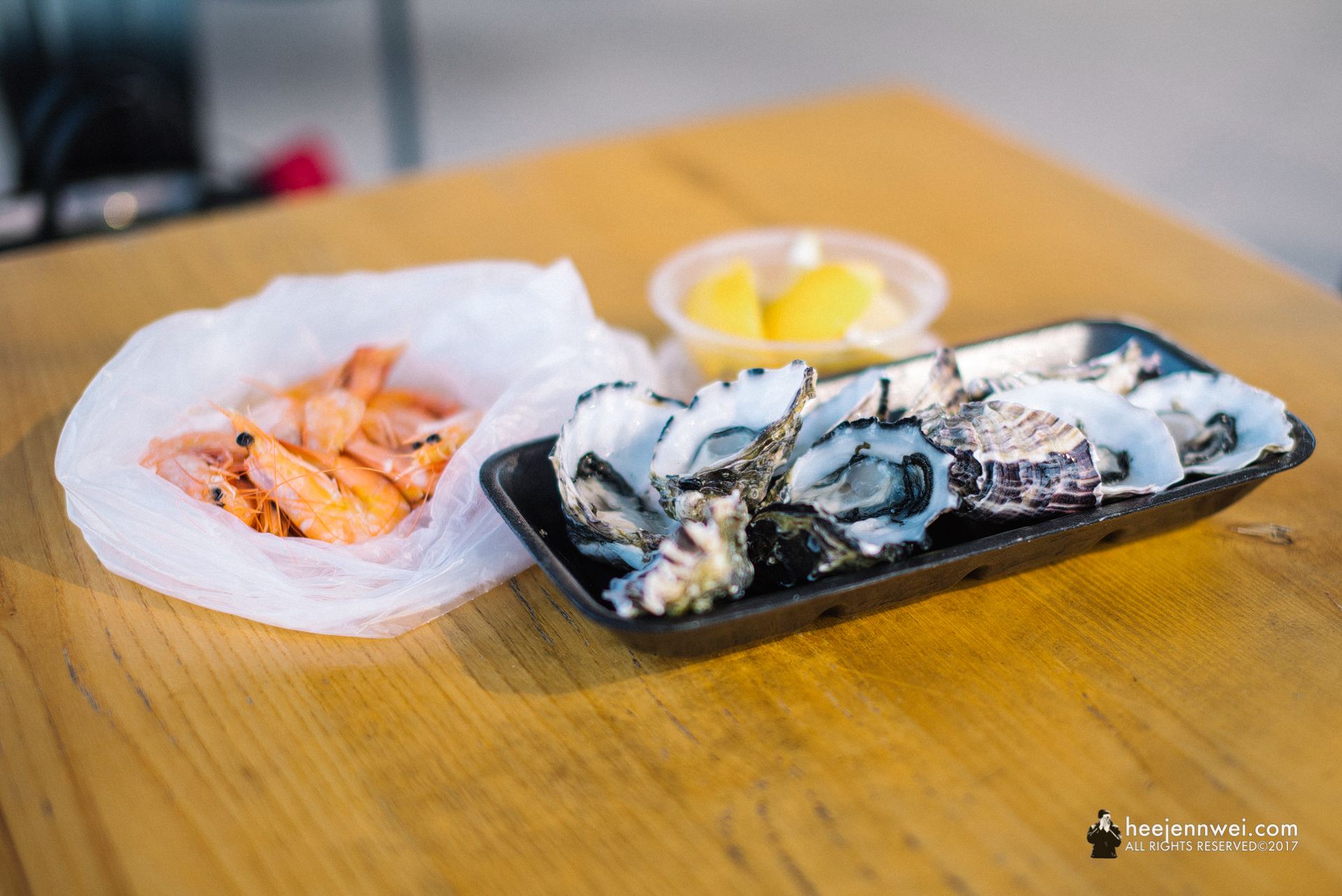 We got the fresh oysters and cooked prawns from the market retails for breakfast, super fresh and delicious!