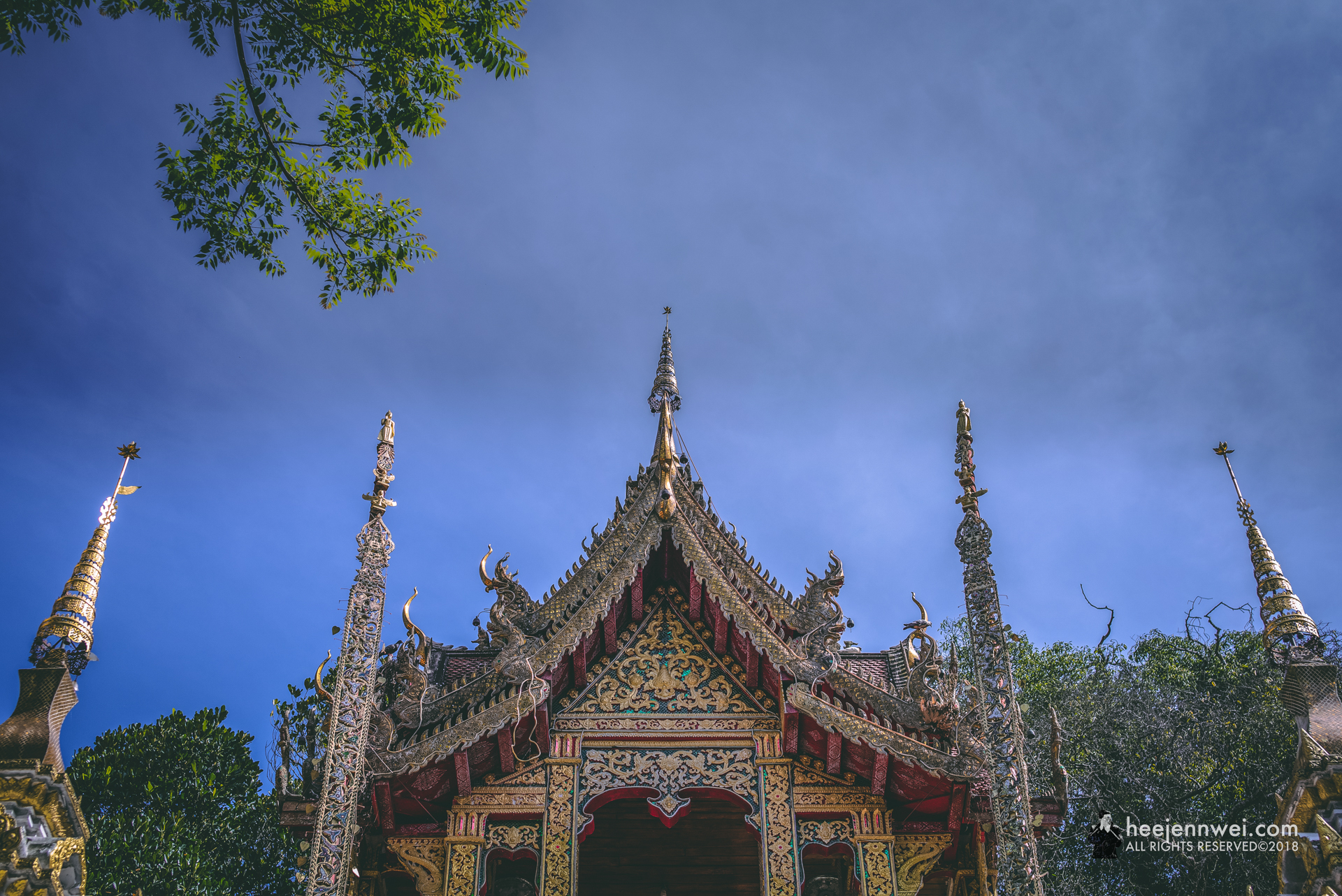 Doi Suthep has an interesting story - the construction began in 1386 and according to legend, the temple was built to hold a piece of bone from the Buddha's shoulder. One of those bones was mounted on a sacred white elephant who climb Doi Suthep mountain and stopped near the peak. The elephant trumpeted three times before dying on the mountain.