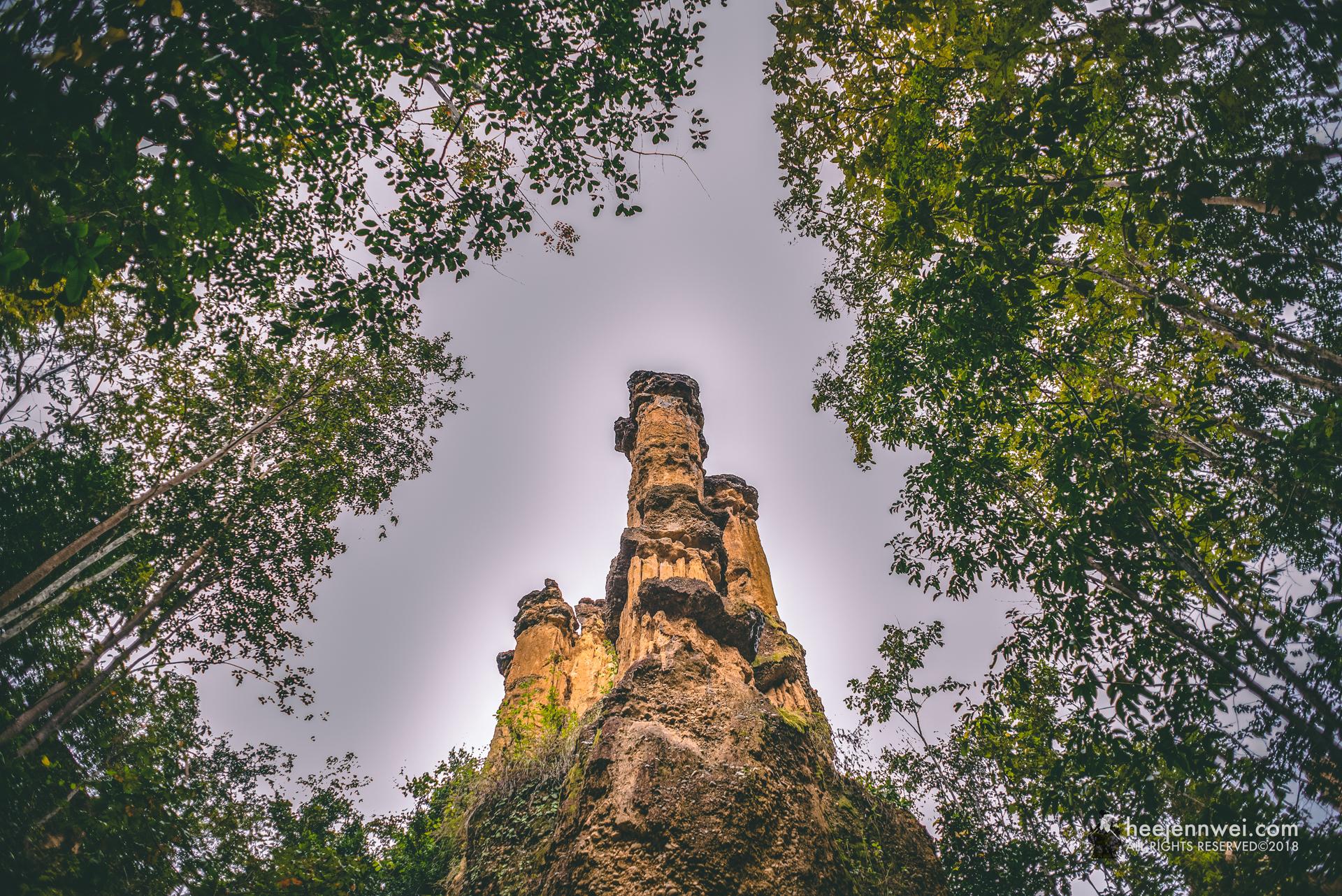 The towering 30 metres sandstones.