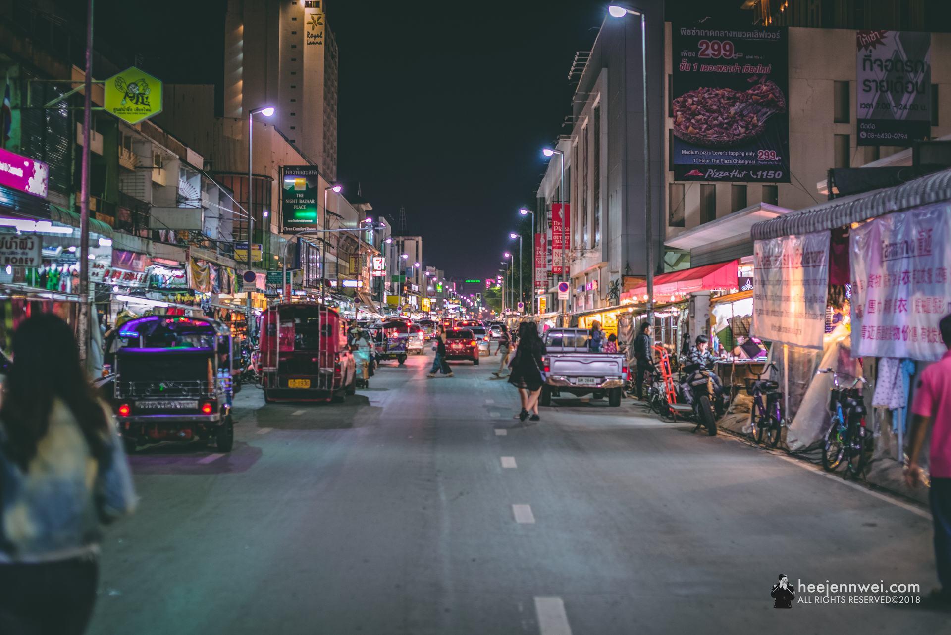 Back to Chiang Mai, spent our last night with a stroll at the Chiang Mai Night Bazaar.
