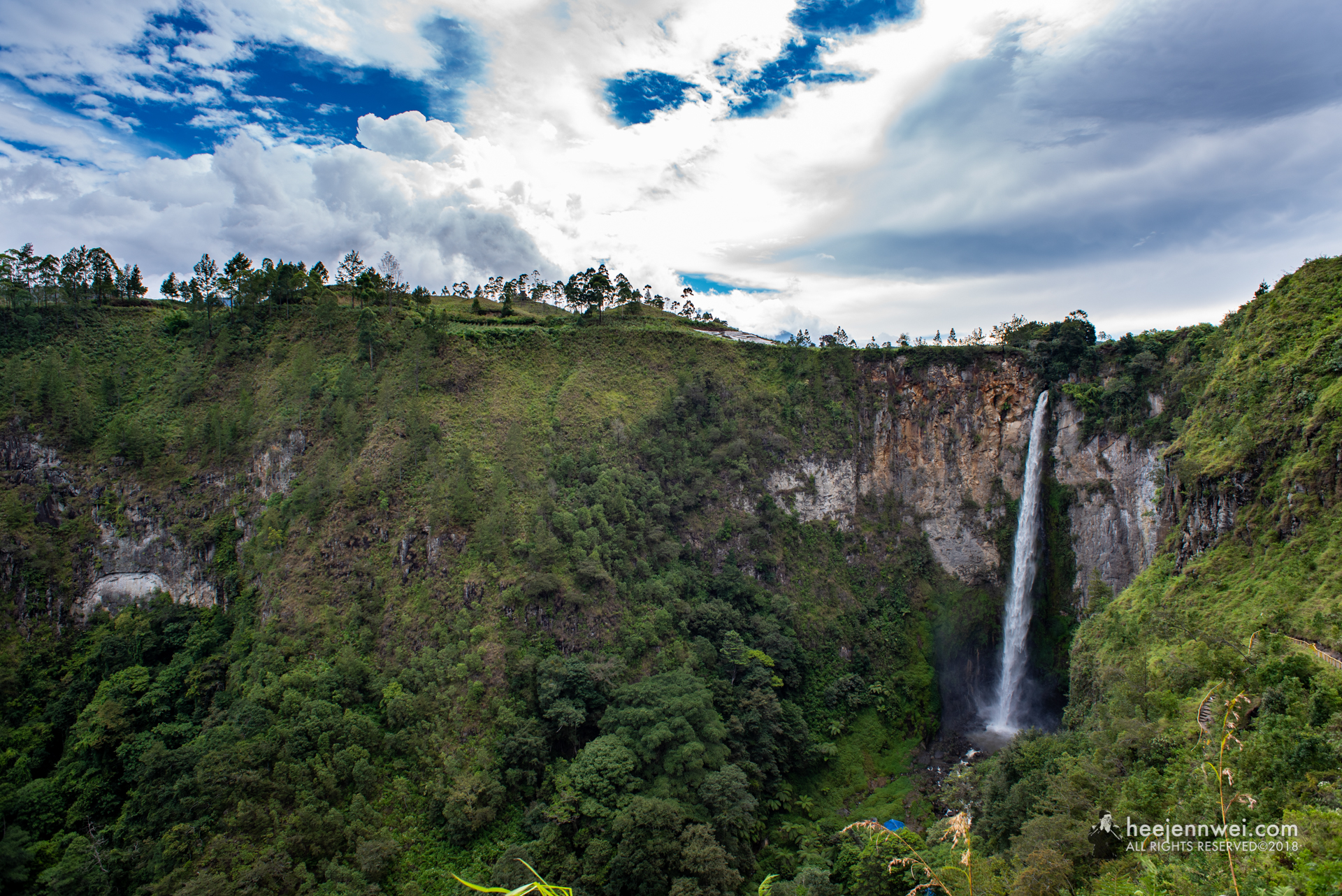 One of the tourist attractions in North Sumatra located in Karo district, Sipiso Piso Waterfall. From a rock opening 120 metres above magnificent gorge in Kabanjahe, flows one of the tallest waterfalls.
