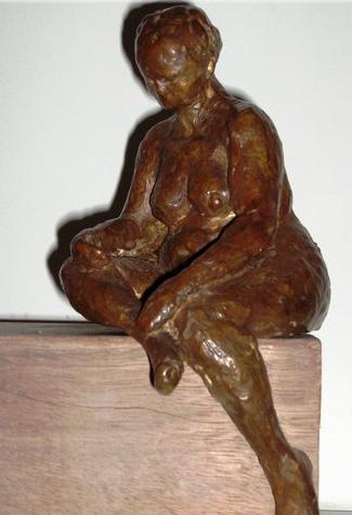 In gedachten, Brons, hoogte 26 cm.JPG