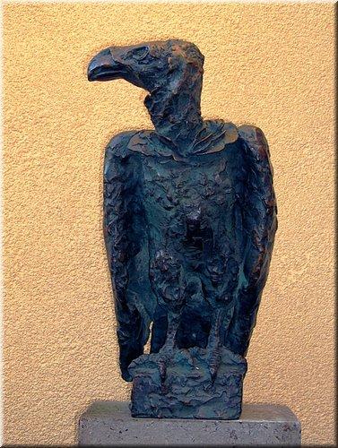 Monniks Gier, Brons, hoogte 50 cm.JPG