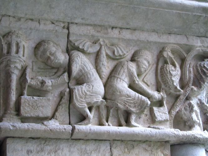 Figure 1: This sculpture from the Romanesque cloister of Girona Cathedral in Catalonia, Spain, shows two masons dressing ashlars with pick axes, with the squares they used to create right angles at their sides. Photo: Julia Perratore.