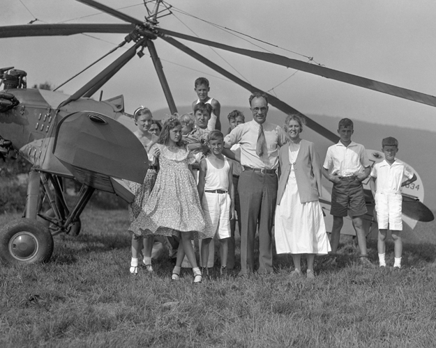 Harold Pitcairn after landing his Autogiro on Tonche Mountain (1933).