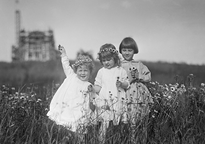 Ivan, Gabriele, and Nathan Pitcairn making daisy chains (c. 1917).