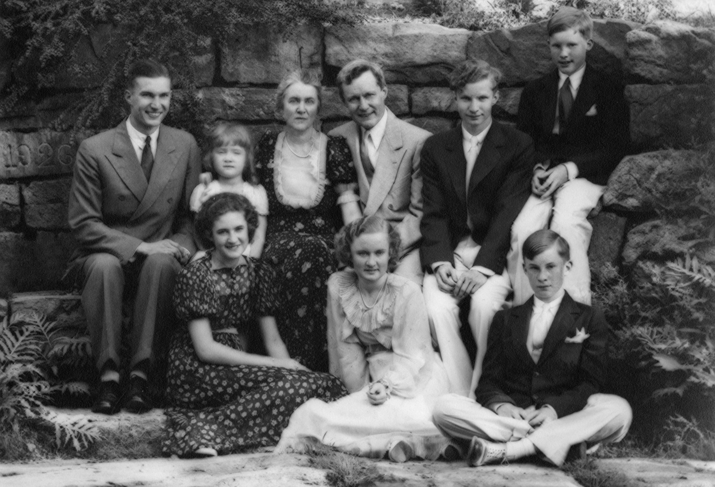 Figure 2:Mildred and Raymond Pitcairn pose for a family photograph with their children in the woods just below Glencairn around 1936. Absent from the picture is Gabriele, who was married in 1934.