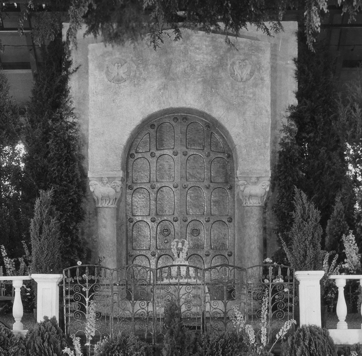 Figure 6: Glencairn's bronze door was flanked by two plaster columns surmounted by plaster capitals carved with rams and ewes on the Assembly Hall stage.