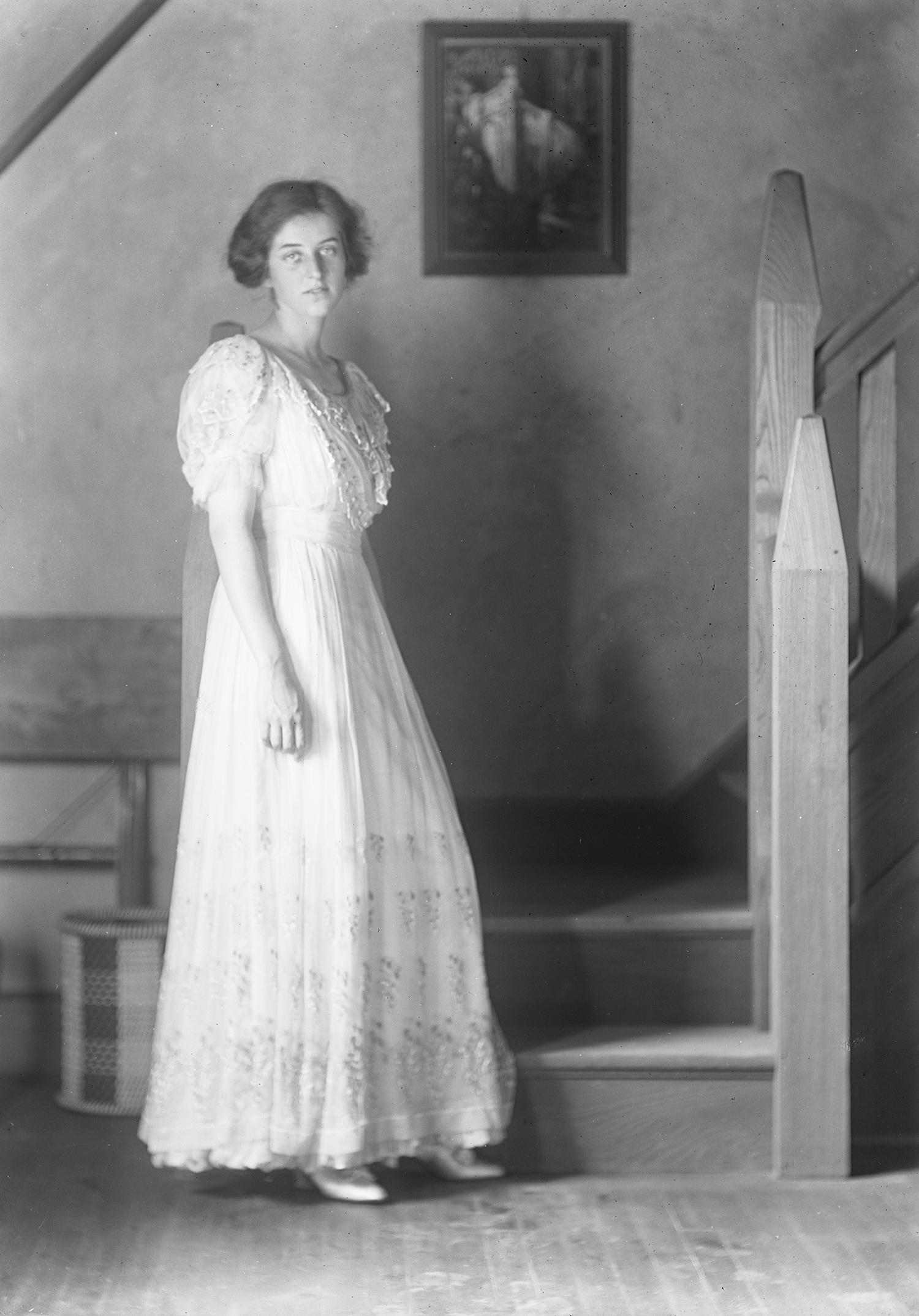 Figure 2: Carina Glen posing in the Cairnwood studio.