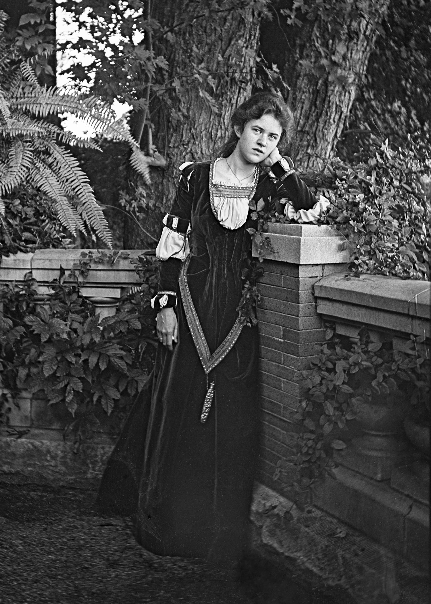 Figure 3: Mildred Glenn Pitcairn by the Cairnwood balustrade (c. 1910).