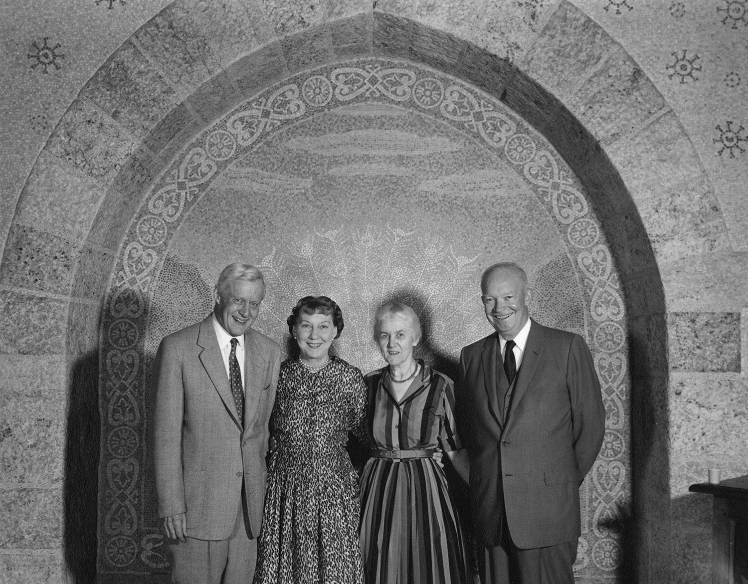 Figure 7: Raymond and Mildred posing with the Eisenhowers at Glencairn, 1961.