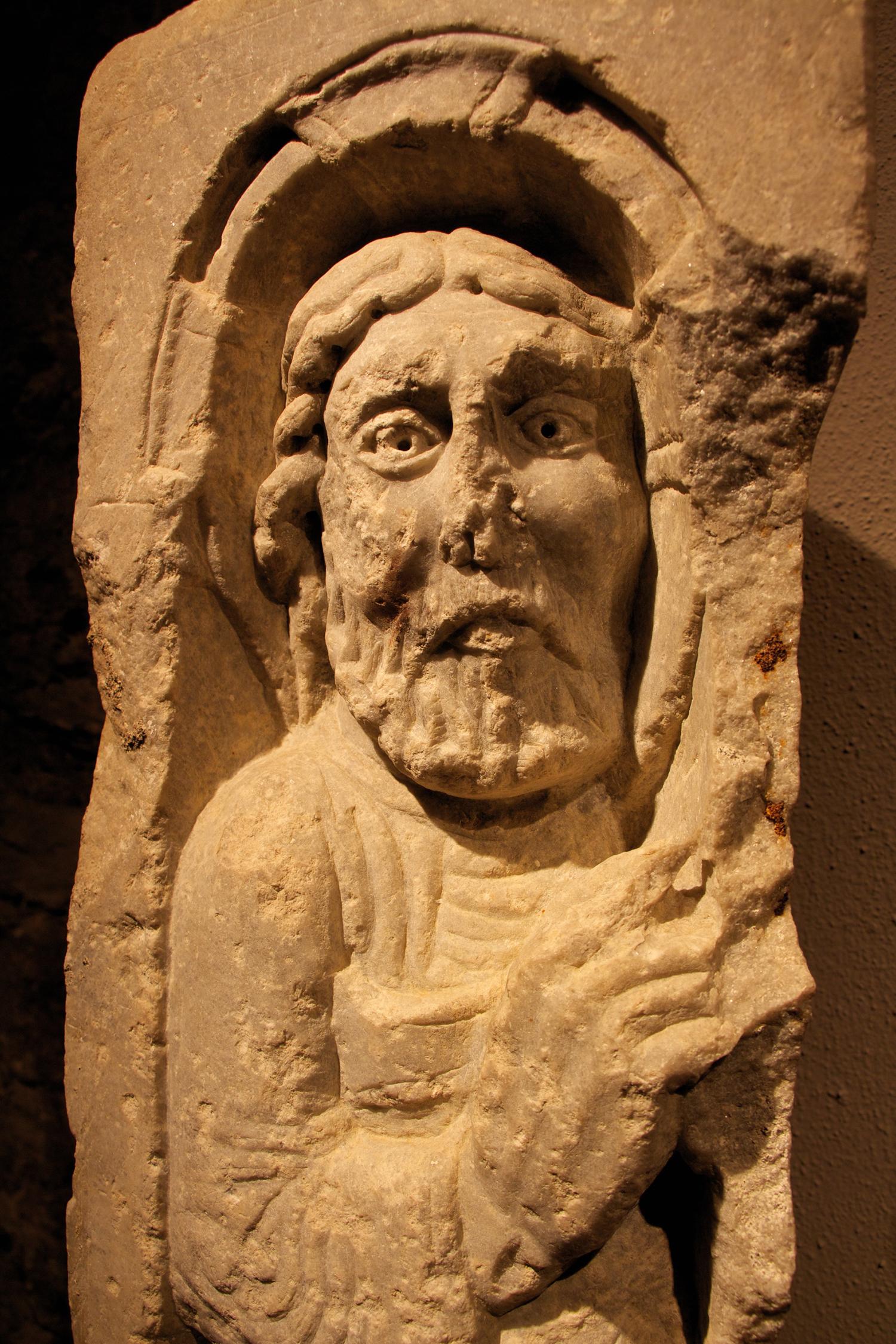 Figure 2: Christ raises his right hand.