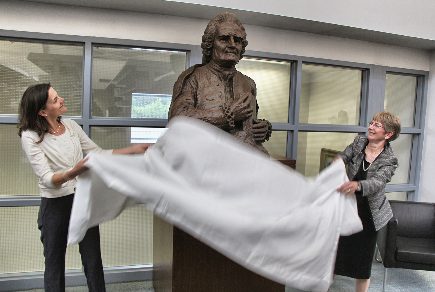 Dr. Kristin King, President of Bryn Athyn College, and Carroll Odhner, Director of the Swedenborg Library, unveil a plaster bust at the Swedenborg Library (2013).