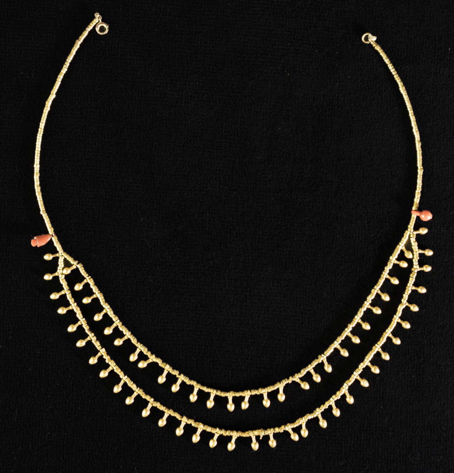 "Gold necklace with pendants in the form of the hieroglyph meaning ""beautiful."""
