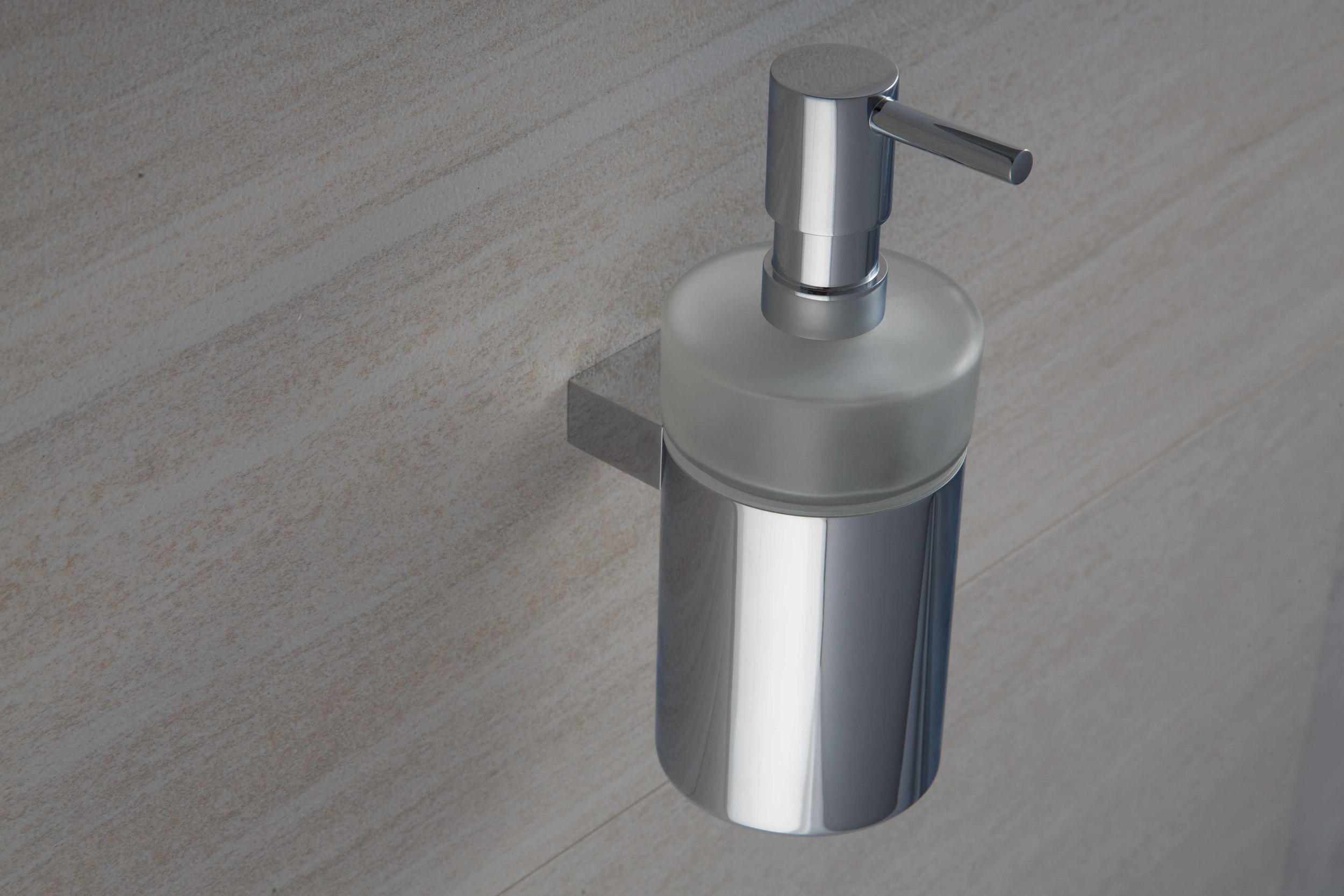 Ovale Soap Dispenser (2).jpg