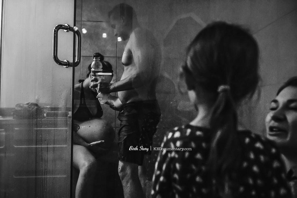 Siblings at a Birth - Dallas Birth Photographer