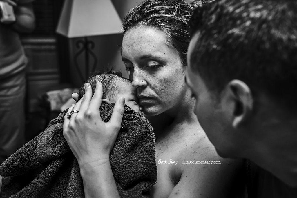 Newborn baby - Birth photographer