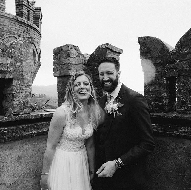 ❤️ . . . #borgiacastle #borgia #umbriawedding #tuscanywedding #destinationweddingitaly #destinationwedding #tuscanyweddingphotographer #castlewedding #italiancastle #loveandwildhearts #radlovestories #dirtybootsmessyhair