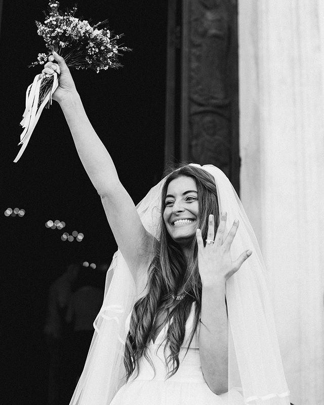 Caroline and the happiest smile 😊 . . . #destinationweddingitaly #italianriviera #italywedding #santamargheritaligure #portofino #portofinowedding #justmarried #bride #weddingring #weddinginitaly #europewedding #junebugweddings #belovedstories #portofinoweddingphotographer
