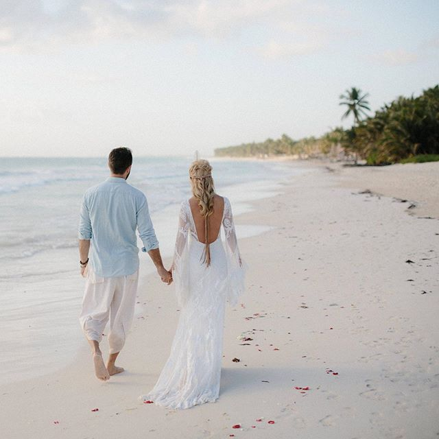 Dreaming of going back to this magical place 🌴🌴🌴 . . . #tulum #tulumwedding #tulumweddingphotographer #mexicodestinationwedding #zorbatulum #destinationwedding #junebugweddings #tropicalwedding #tulumphotographer #adventurouscouples