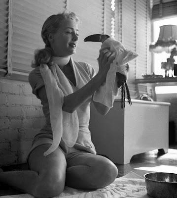 ctress-June-Havoc-with-her-pet-toucan-1950.jpg