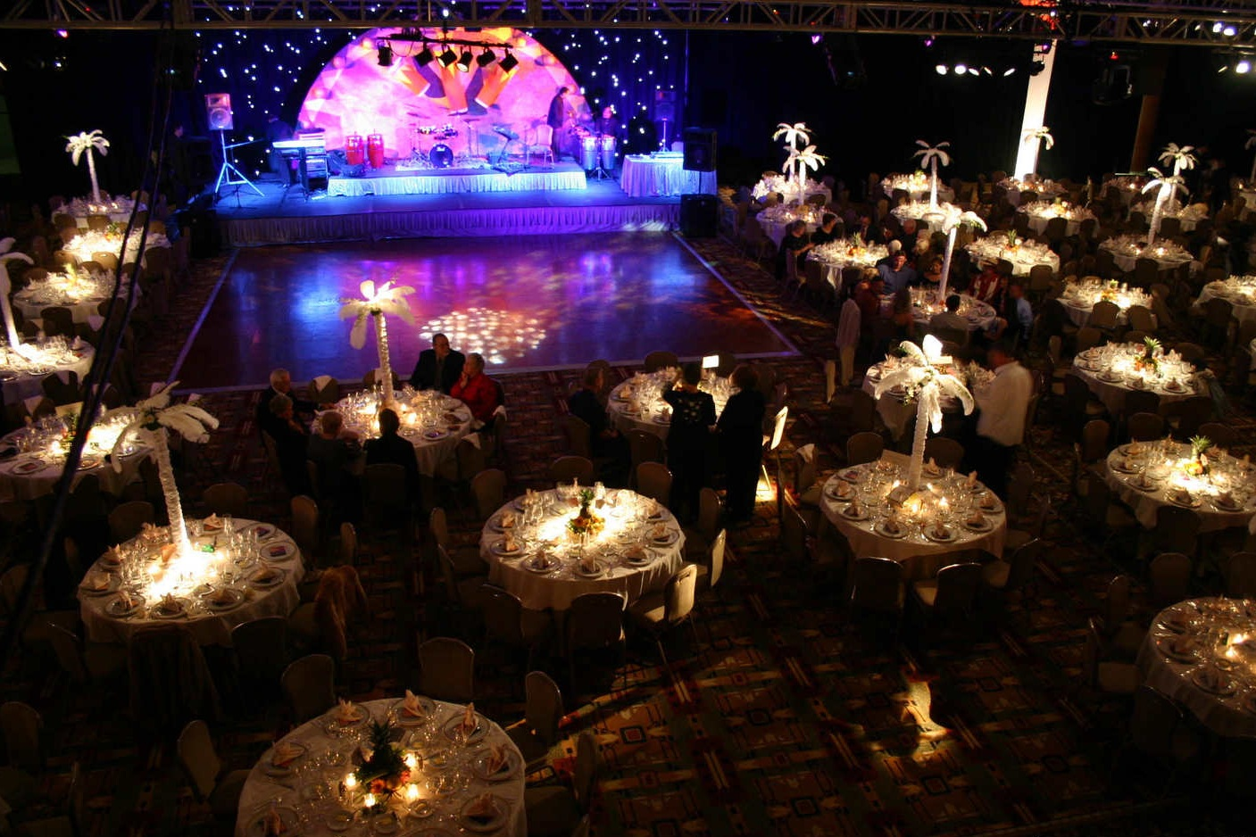 Elegantly lights tables and makes center pieces shine!
