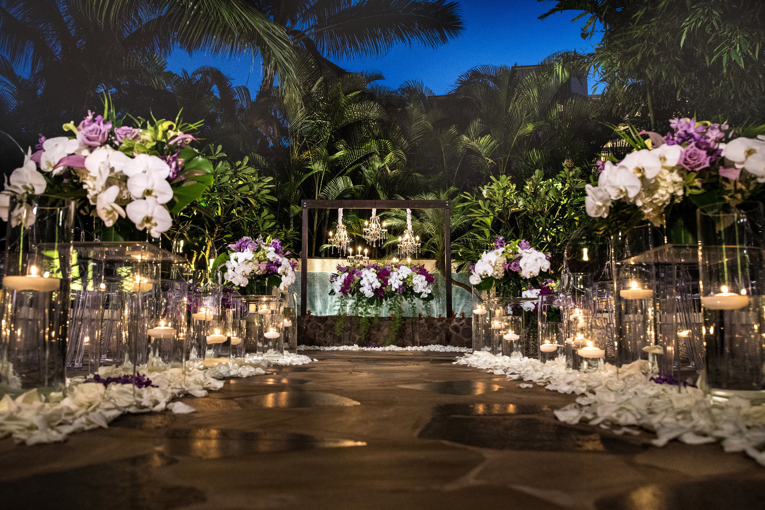 Florals:   Yvonne Design   Location:   Aulani, A Disney Resort & Spa   New Featured Weddings:   biancaphotographyhawaii