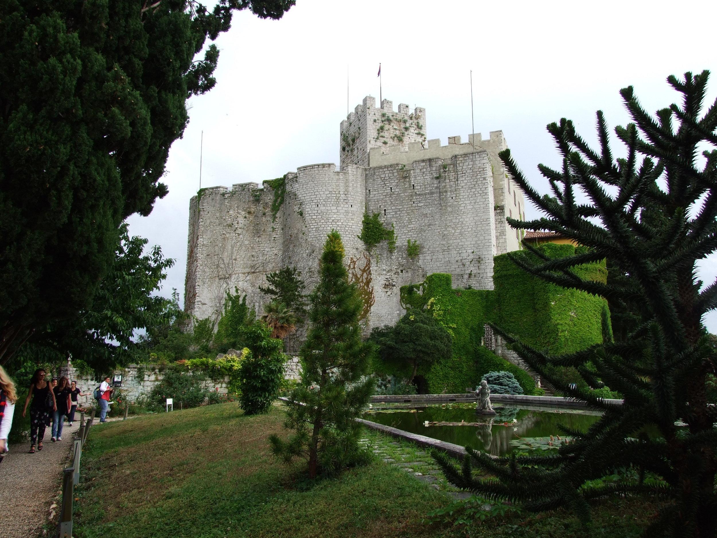 Castel + garden__04.JPG